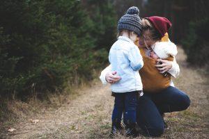 Psykolog Amalie Vatne Brean mener, man skal stole på sin mavefornemmelse som mor.