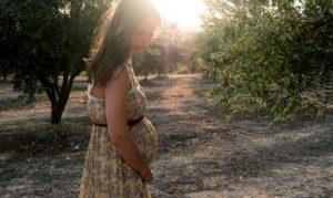 Rutineundersøgelser kan skabe unødig frygt hos gravide og fødende, mener forfattere til bogen Natures Masterplan for birth..