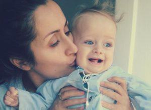 Nillou healede sin søn efter lynfødsel