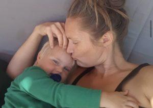 Vores børn bliver født med en tillid til, at der er nogen, der passer på dem, opfylder deres behov og giver dem kærlighed og omsorg. Men den tillid anerkender vi slet ikke værdien af, skriver Vicki Gylling i dette indlæg.